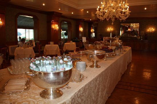 Aldrovandi Villa Borghese: breakfast spread