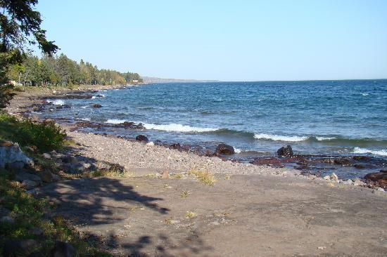 Larsmont Cottages on Lake Superior: Shore view of property