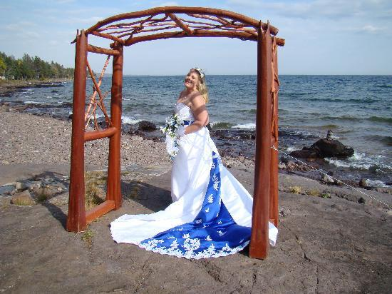 Larsmont Cottages on Lake Superior: Fabulous wedding photo ops!!!