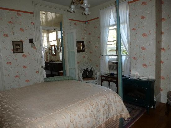 Camellia Inn: cute rooms