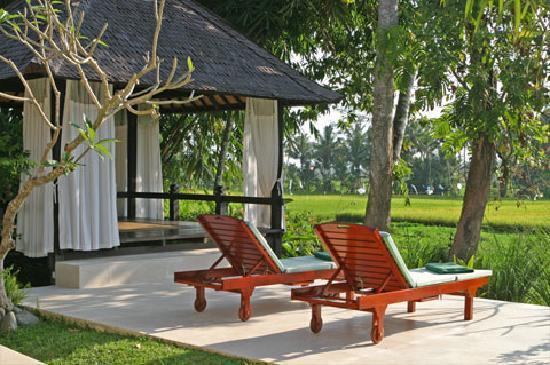 Villa Pantulan: Gazebo, Bale on by the pool deck area