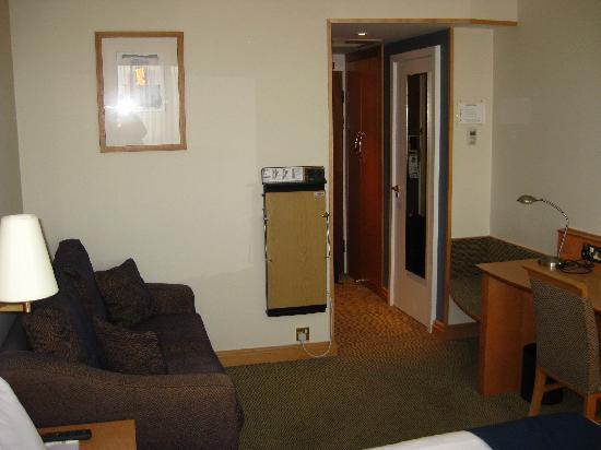 โรงแรมฮอลิเดย์อินน์ ลอนดอน เคนซิงตัน ฟอรั่ม: Loveseat, trouser press, work desk