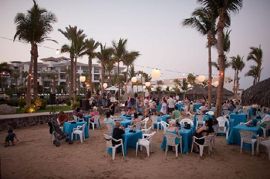 Cabo Azul Resort: Beach BBQ dinner