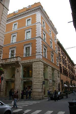 Portrait Roma: The exterior of the hotel