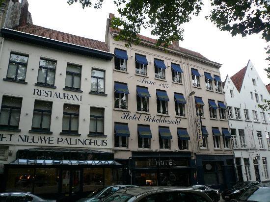 Hotel Scheldezicht: front of Hotel Schedlezicht