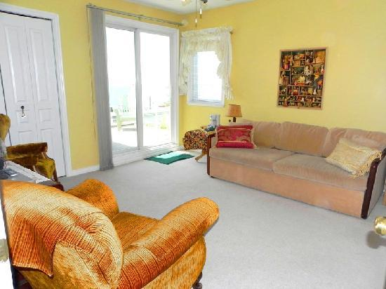 Star of the Sea B&B: Seabreezes Suite Sitting Area