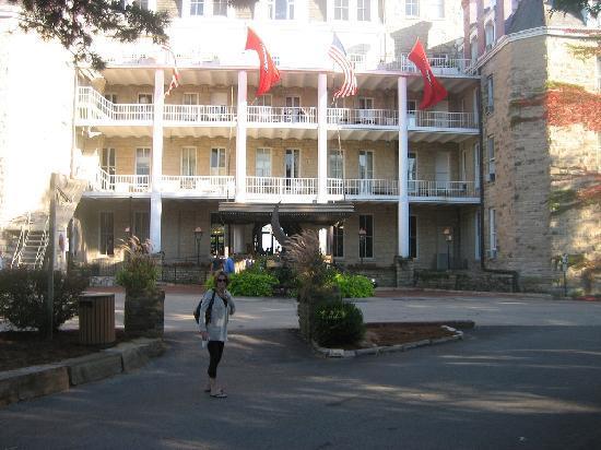 1886 Crescent Hotel & Spa : This place sucks