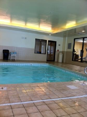 Courtyard Beckley: indoor pool and hot tub was clean & nice.