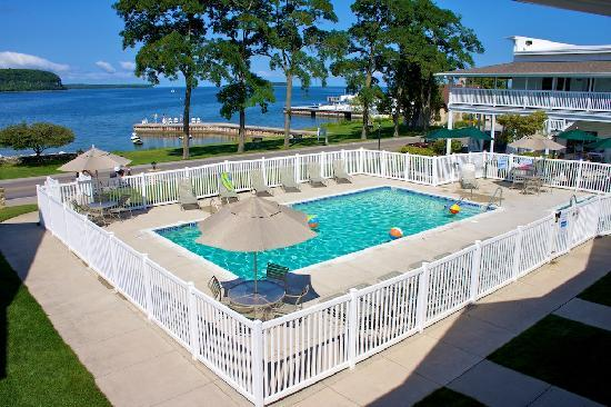 Edgewater Resort: Resort Pool
