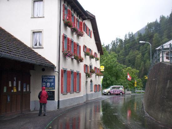 Gasthaus Roessli Versam: Handy to the bus