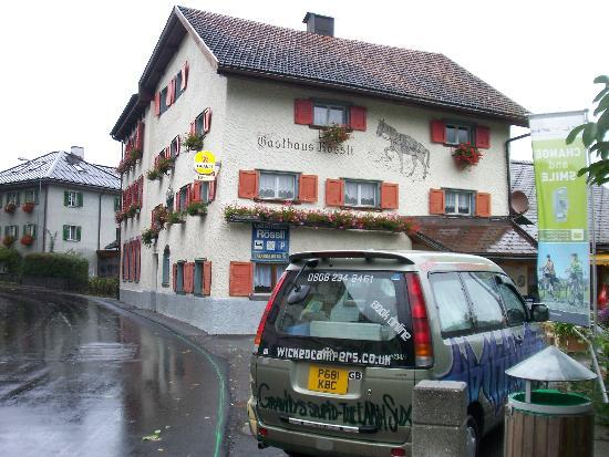 Gasthaus Roessli Versam: Car parking next to the Guest House
