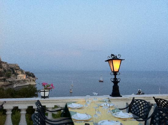 Cavalieri Hotel Corfu: Go for dinner early and get a good table
