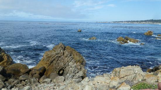 17-Mile Drive: Clear blue waters