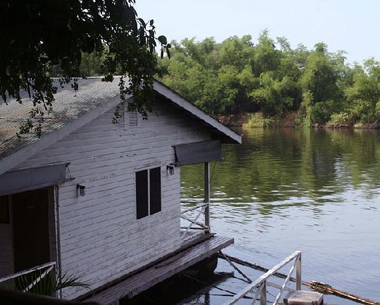Sugar Cane Guest House 2 : Our room on the river Kwae