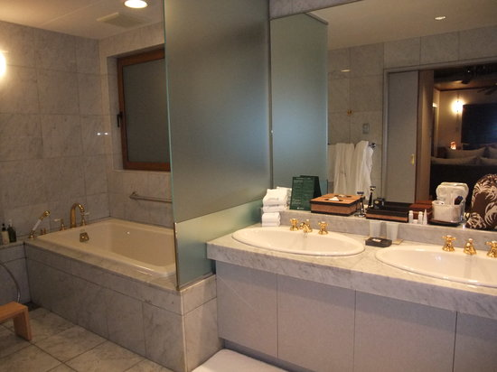 Sankara Hotel & Spa Yakushima: バスルーム