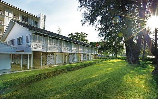 Lone Pine Hotel: Garden