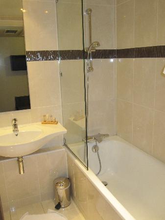 Hotel Saint Nicolas: my bathroom