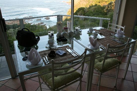 Headlands House: Breakfast table view.......