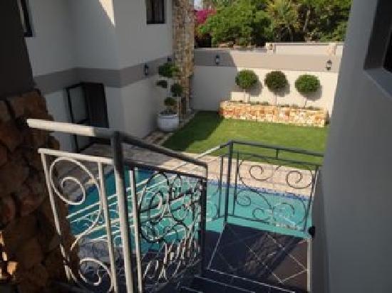Stone Olive Guest House: Ein Pool im Innenbereich