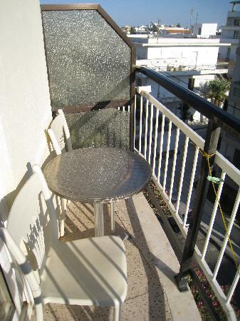 Sylvia Hotel: a small balcony
