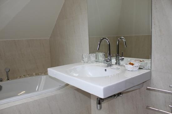 Popelka: bathroom