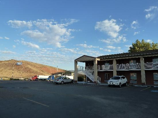 Super 8 Salina/Scenic Hills Area: The motel