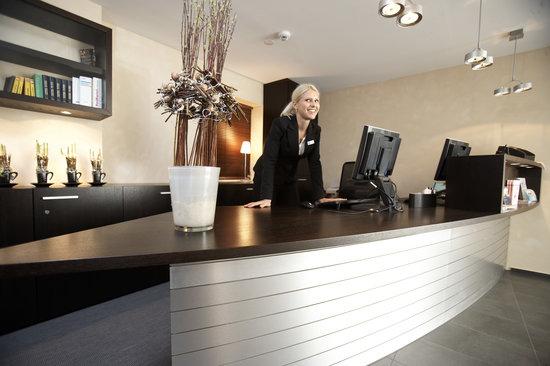 Boutique Hotel Weisses Kreuz: Front Desk - Sie werden immer mit einem Lachen begrüsst!