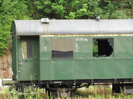 Calw, Allemagne : broken down trainwagon