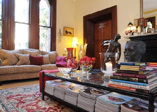 Bishop's Court Estate Boutique Hotel: Our Lounge ... where you can mingle with friends or relax with a good book and cup of tea!
