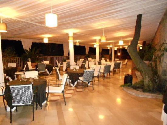 """Grand Hotel Nastro Azzurro & Occhio Marino Resort: The A La Carte Restaurant - """"La cote du Jardin"""""""