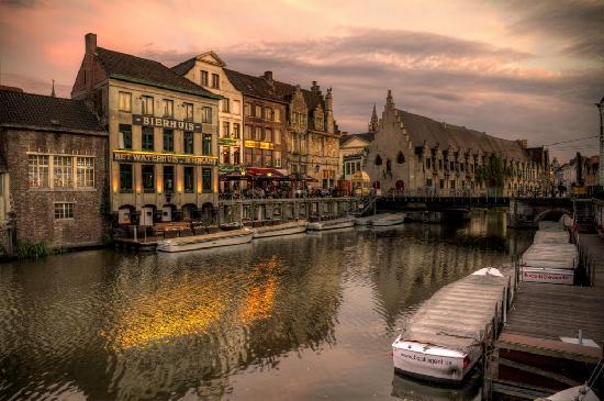 Het Waterhuis aan de Bierkant: desde el exterior