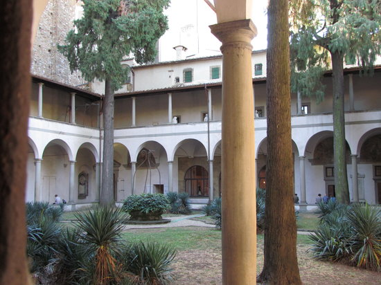 Piazza del Carmine: Courtyard adjoining and cloisters