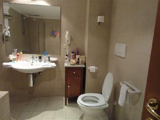 Hotel Mondial: il bagno
