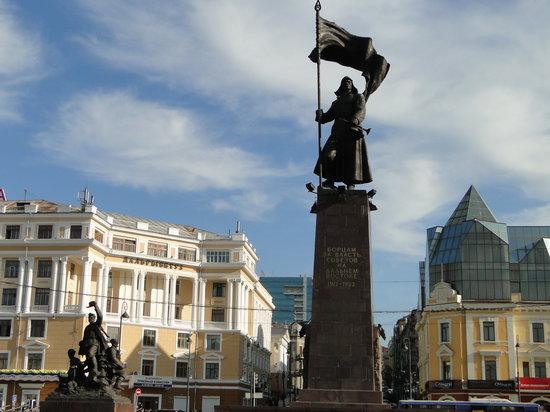 Vladivostok, Rusko: Huge monument