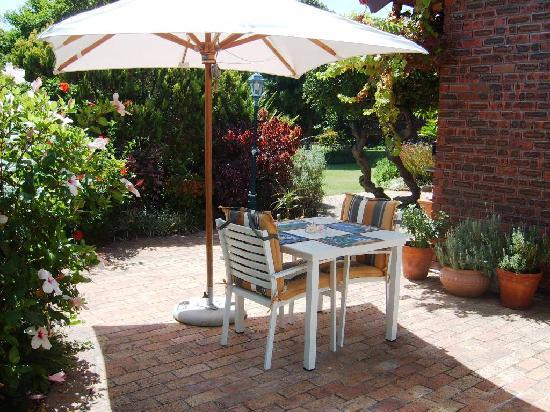 Cape Witogie: Apple Tree - Patio and BBQ area