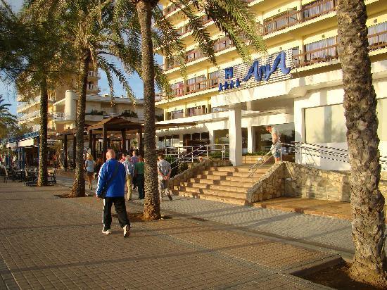 AYA Hotel: Eingang