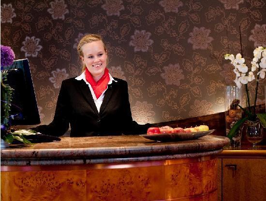 BEST WESTERN PLUS Hotel Kassel: Empfang