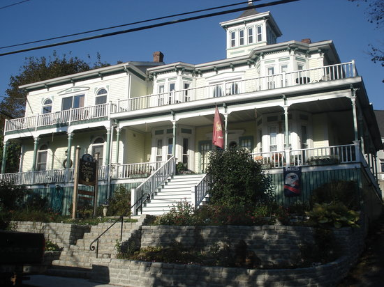 Captain Sawyer's Place: Captain Sawyers view from street