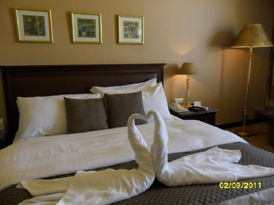 Le Royal Hotel Amman: picture i take for the le royal bed ,very comfortable.