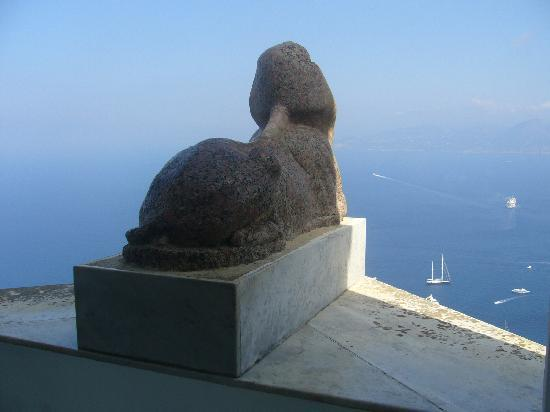 Villa San Michele: The Sphinx, it is on te edge of the cliff so its face can never be seen.  Put your left hand on
