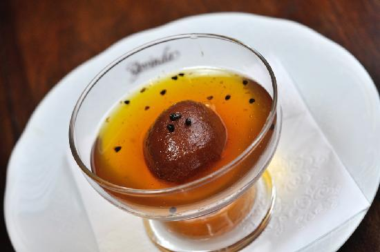 "Govinda: Gulab Jamon - "" mini sonho "" recheado com pistache na calda de açucar"
