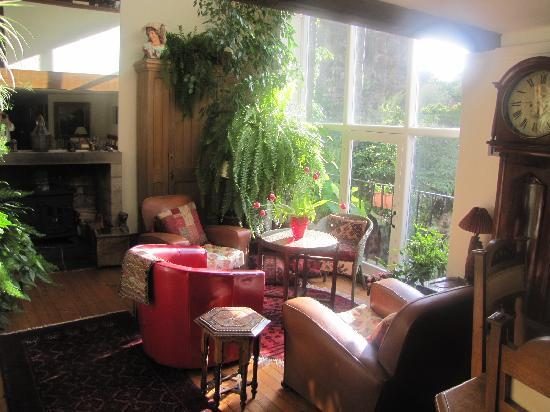 Bell's Brae House Bed and Breakfast: Breakfast room overlooks the river
