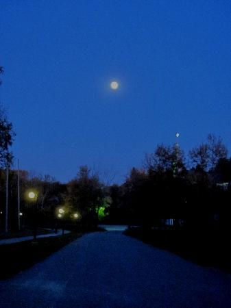 Chateau Logue Hotel & Golf Resort : Moon over Maniwaki.