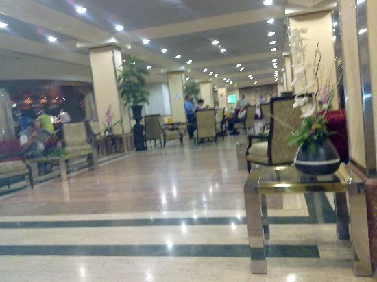 Tryp Guadalajara Hotel: ENTRADA HOTEL