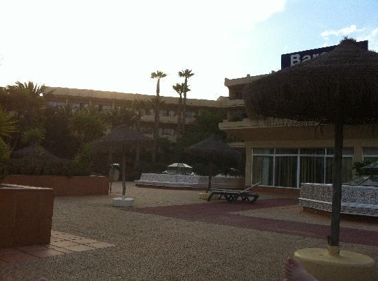 Occidental Lanzarote Mar : One of the large terraces