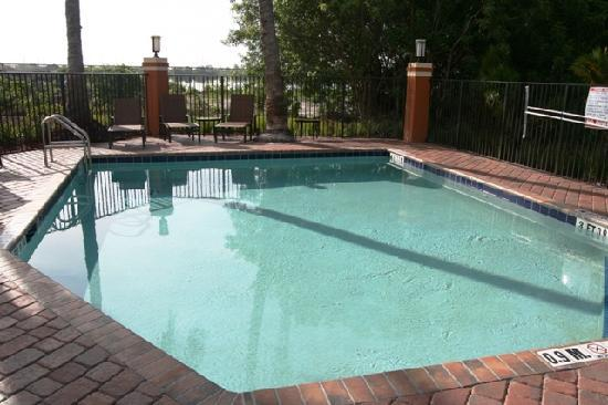 Holiday Inn Express & Suites Fort Lauderdale Airport West: Brand New Pool & Patio Area