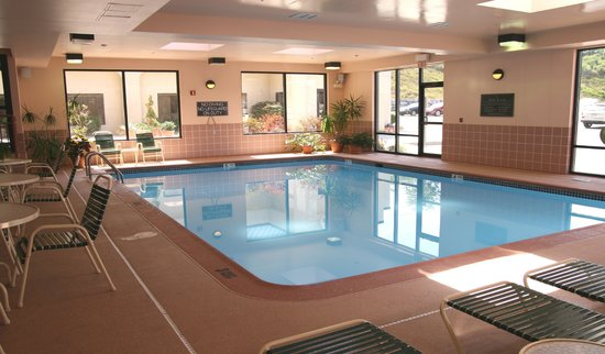 Hampton Inn Altoona: Relax in our in-door pool