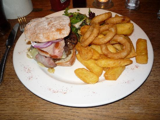 Masons Bar & Bistro : bacon and brie burger