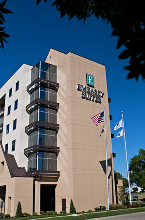 Embassy Suites by Hilton St. Louis Airport