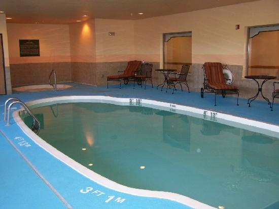 Indoor Pool Hot Tub Picture Of Holiday Inn Express Kendalville Kendallville Tripadvisor